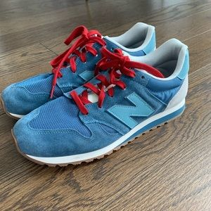 Like new New Balance 520 sneakers
